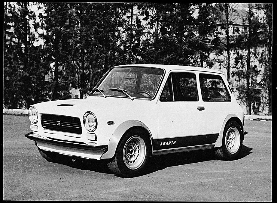 Lancia UNO La versione più sportiva della A112, con la 112 Abarth.