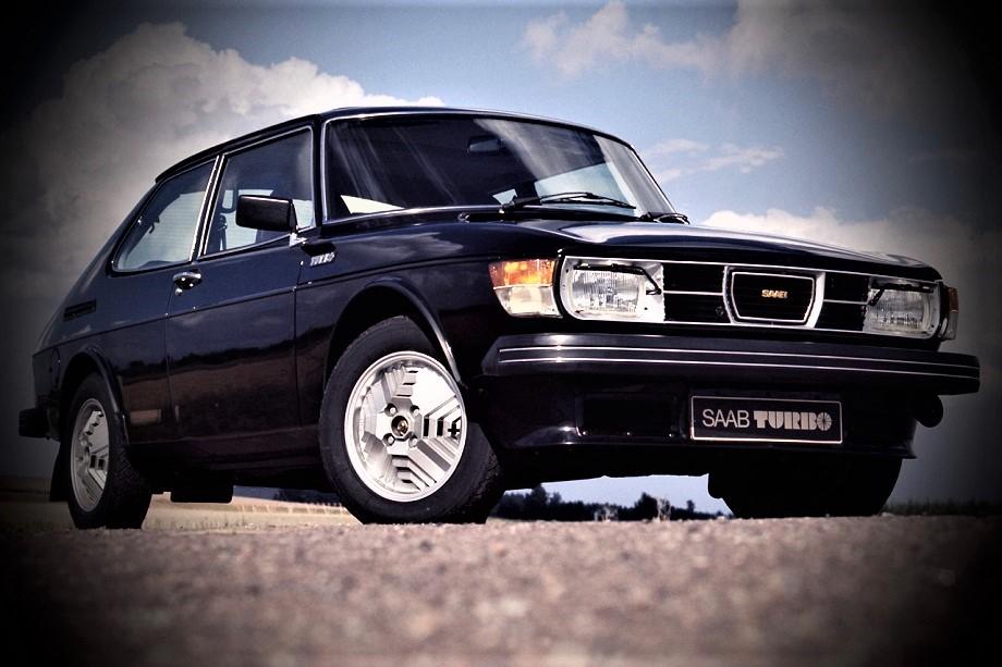 Cerchi in lega vintage La Saab 99 Turbo venne presentata ufficialmente nel 1978 furono molte a montare quei cerchi in lega.