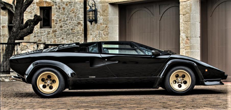 """Cerchi in lega vintage La Lamborghini Countach ed i """"suoi"""" Campagnolo, li abbiamo visti anche su altri modelli e prototipi della casa."""