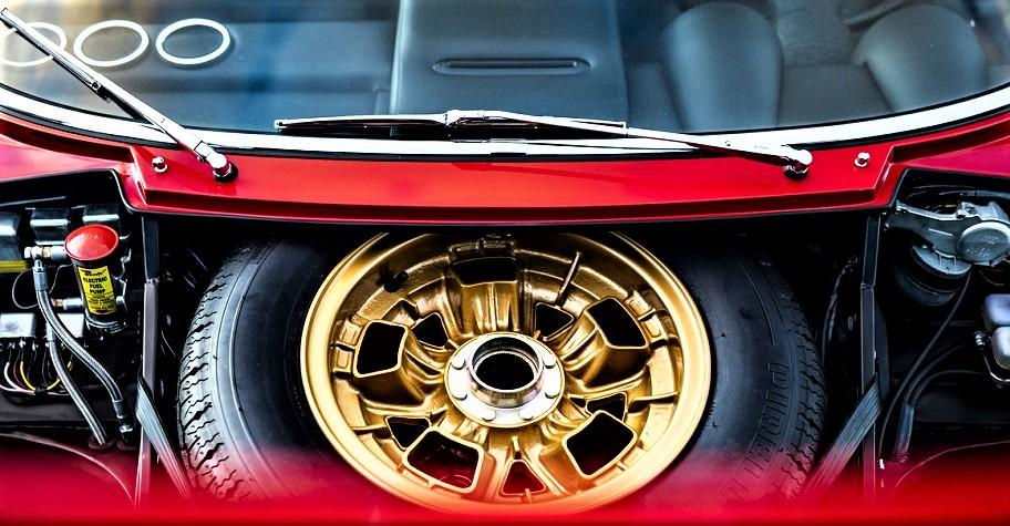 Cerchi in lega vintage Quelli che dotavano la Lamborghini Miura SV, qui quella di Jean Todt.
