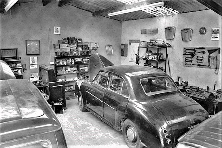 Garage vintage Un classicissimo garage vintage, compreso di attrezzi e ricambi vari.