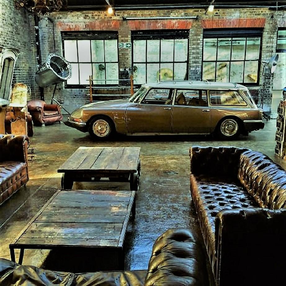 Garage vintage Ecco quello che per me è esattamente un garage dei sogni, a prescindere dall'auto ;) ;) .