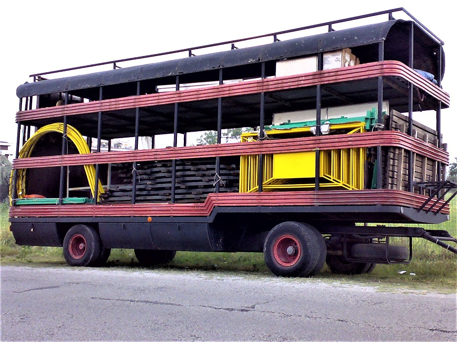 I camion delle giostre Spesso; almeno a me; erano più i rimorchi a colpire a farmi fermare a guardarli.
