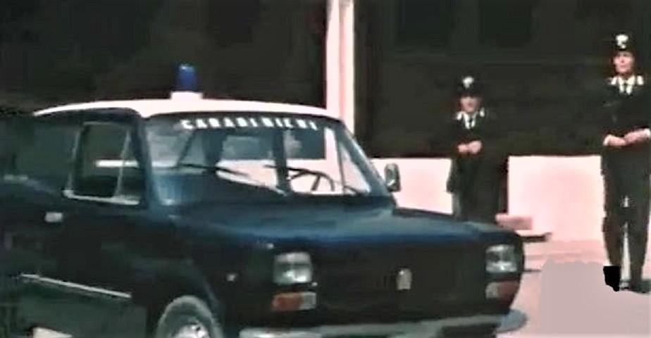 Posti di blocco vintage Una Fiat 127.
