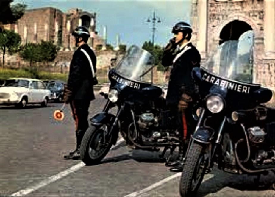 Posti di blocco vintage Ne ricordo molte di moto dei CC, sempre a mia memoria praticamente tutte della Moto Guzzi.
