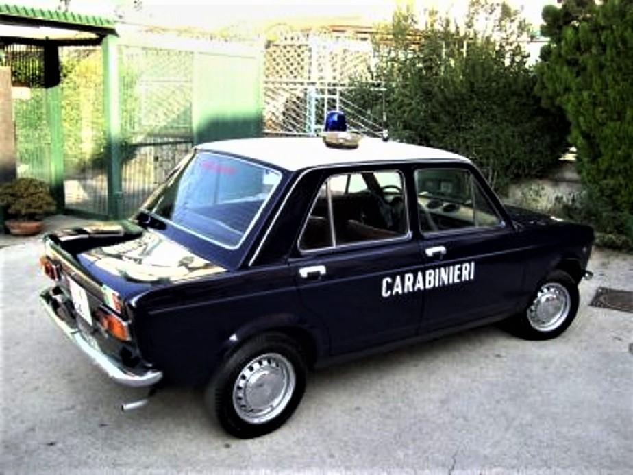 Posti di blocco vintage Alcune le Fiat e qui con una 128.
