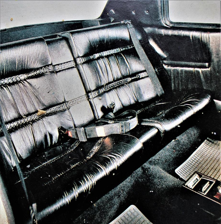 Volvo 262 C Sicuramente più comodo per sole due persone il divano posteriore.