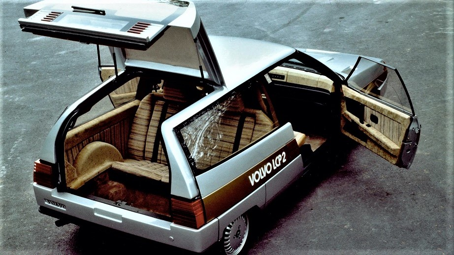 Volvo LCP 2000 Il sedile posteriore montato al contrario, i bagagli (pochi) erano sistemabili nello spazio vicino e sotto.