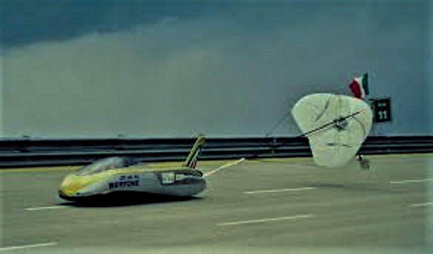 Bertone ZER Per poter frenare in spazi congrui l'impiego anche di un paracadute.