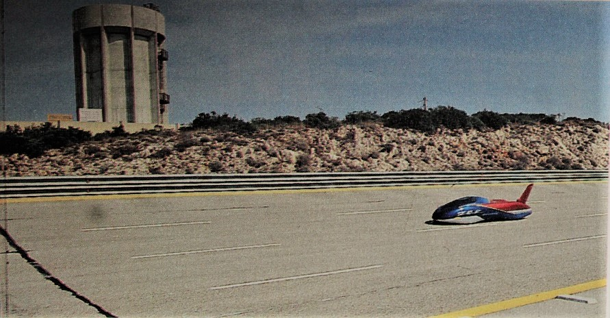 la Bertone VAR in una foto fatta allora mentre cercava di stabilire il record sul circuito di Nardò.