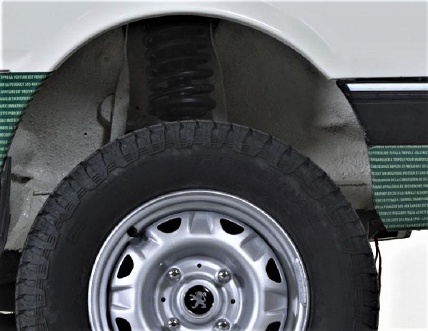 Dangel e Peugeot Ruote maggiorate e specifiche, i cerchi erano quelli di serie.