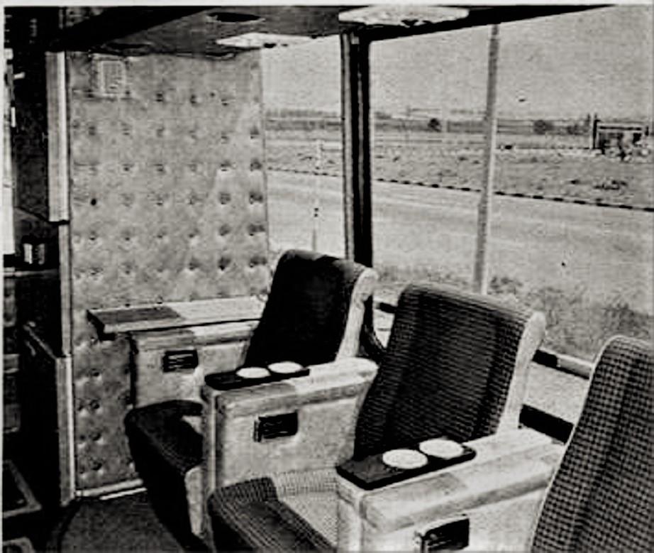 Ikarus 270 con il suo salottino sul lato posteriore.