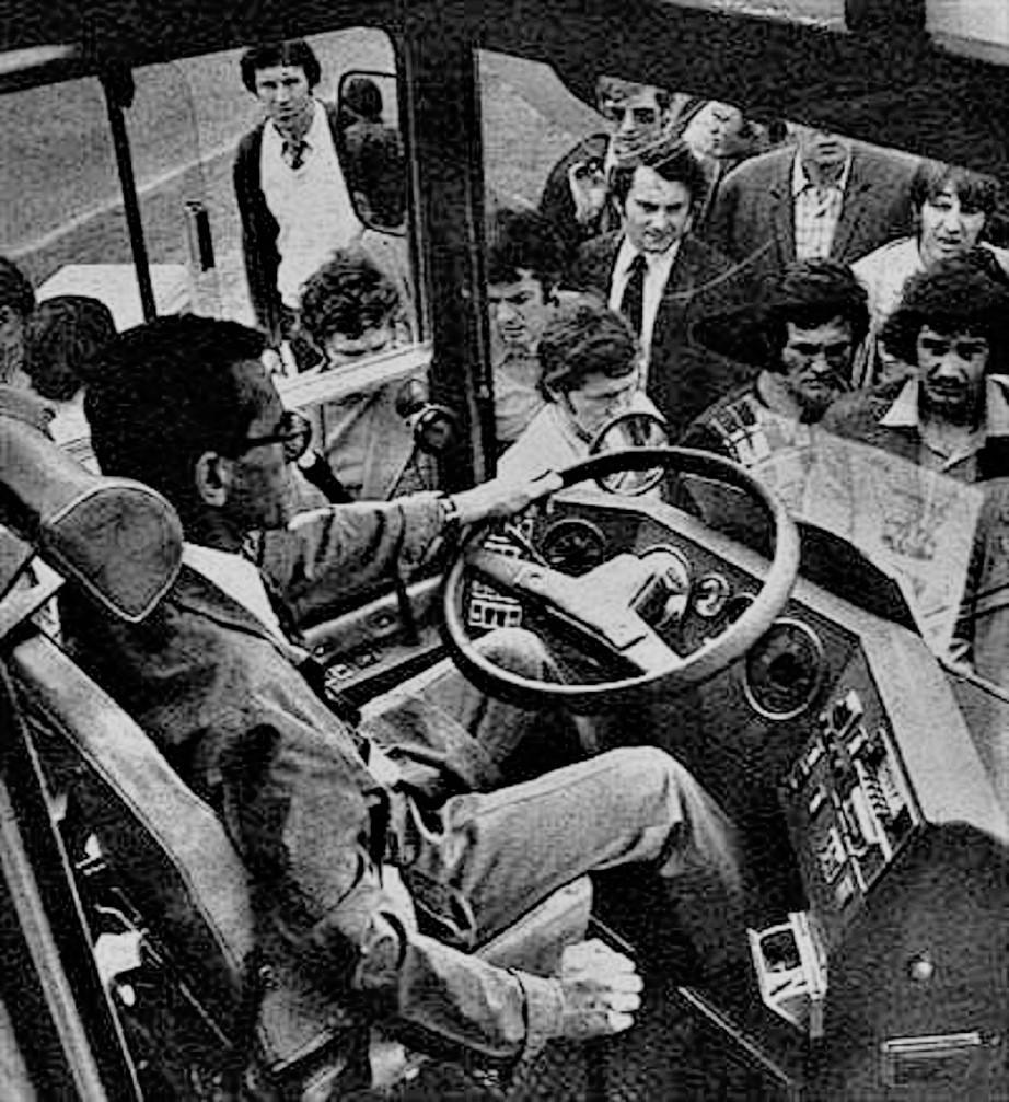 Ikarus 270 con l'autista alla fiera Internazionale d'Autunno a Budapest nel 1975.