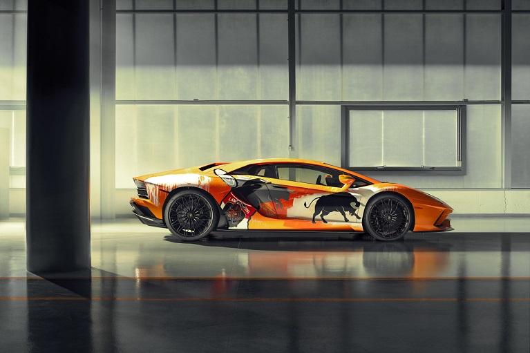 Auto e street art Lamborghini Aventador S, la versione di Skyler Grey.