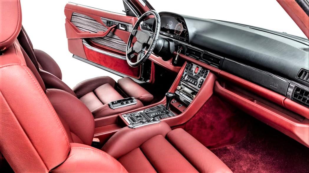 Mercedes 560 SEC AMG Opzionabili anche in rosso.