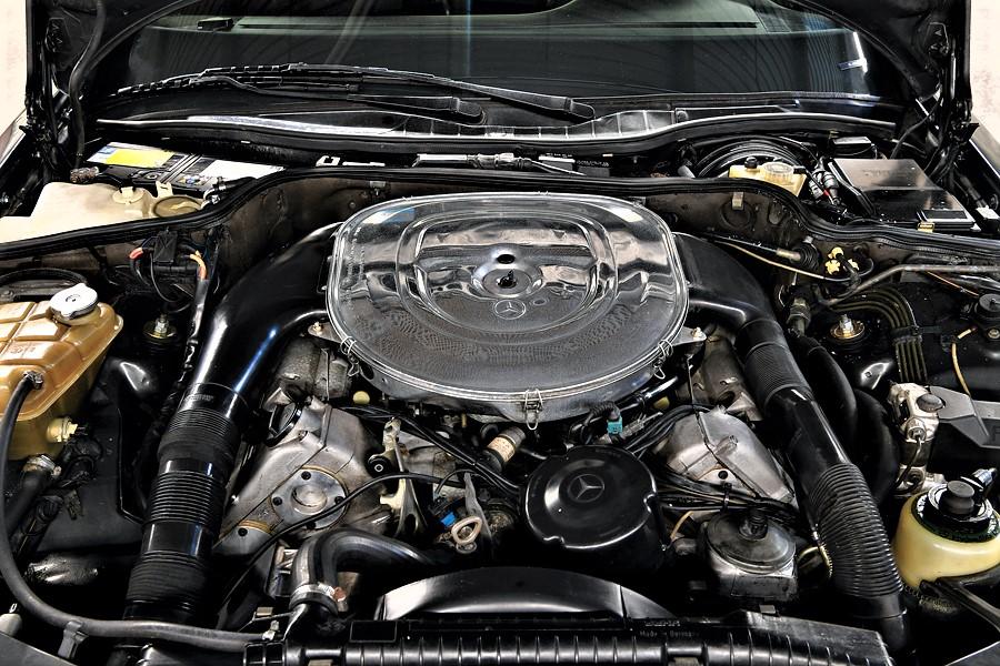 Mercedes 560 SEC AMG Il motore modificato dai tecnici AMG.
