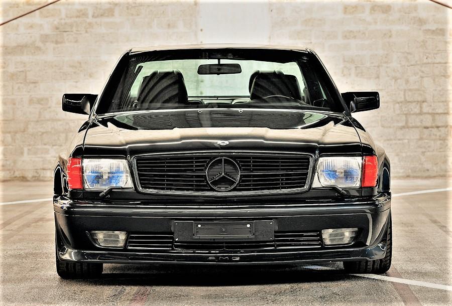 Mercedes 560 SEC AMG Il frontale faceva subito intuire che fosse un'auto molto potente.