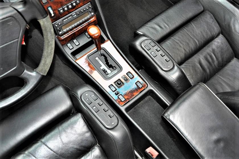 Mercedes 560 SEC AMG I comandi per la molteplice regolazione elettronica dei due sedili anteriori.