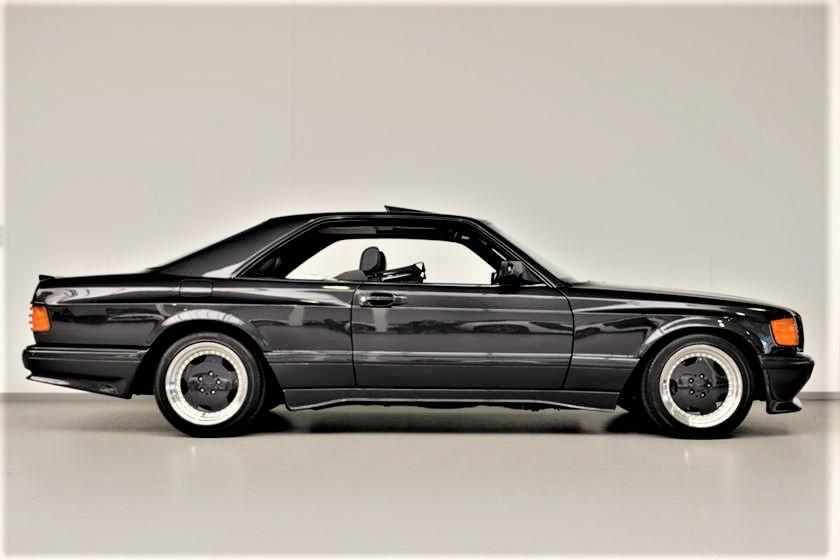 Mercedes 560 SEC AMG Il profilo rimane molto elegante e non appesantito.