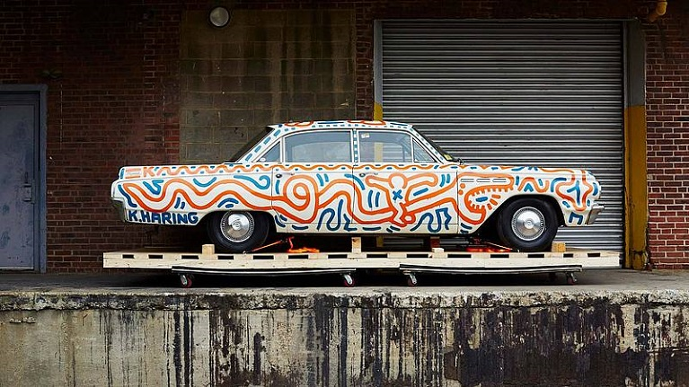 Auto e street art Keith Haring, auto e graffiti.