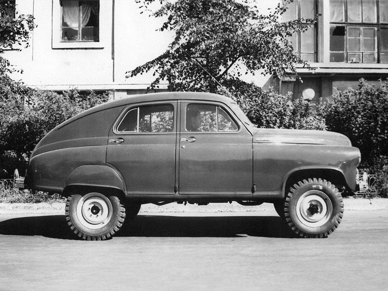 GAZ M 72 Era dotata di un baule molto capiente e cinque posti.
