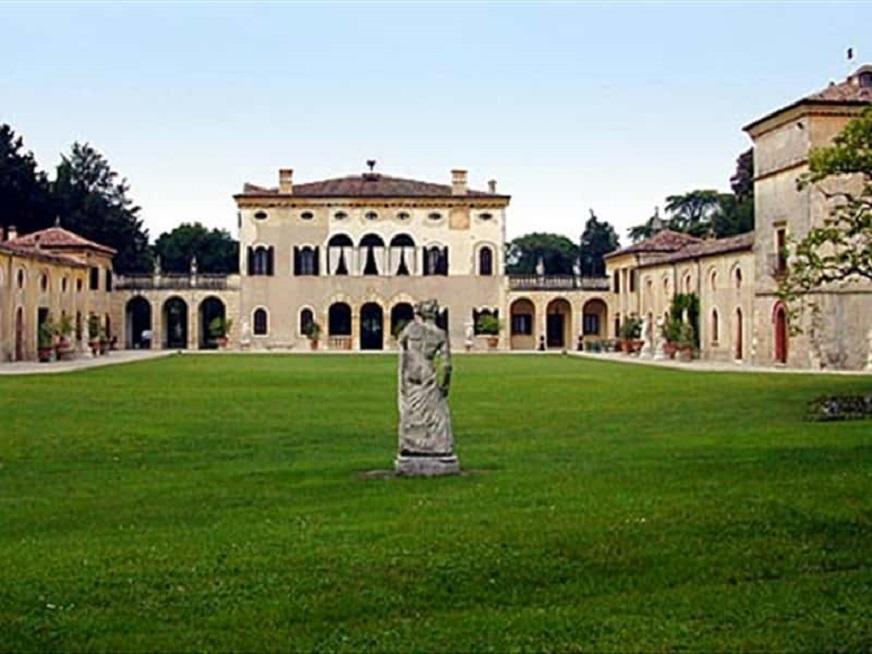 Amarone, le cantine e ville Palladiane San Pietro in Cariano.