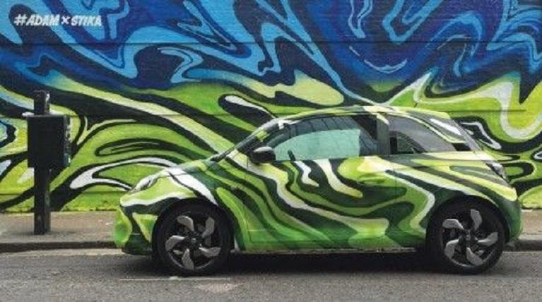 Auto e street art Vauxhall Adam Street Art Car di Josh Stika