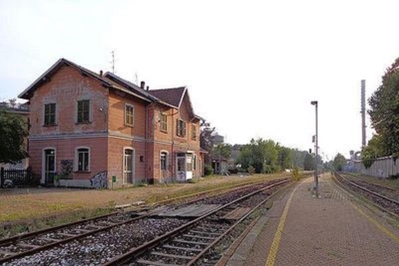 Stazioni ferroviarie dismesse La stazione di Castellanza era una stazione ferroviaria posta sulla linea Saronno-Novara.