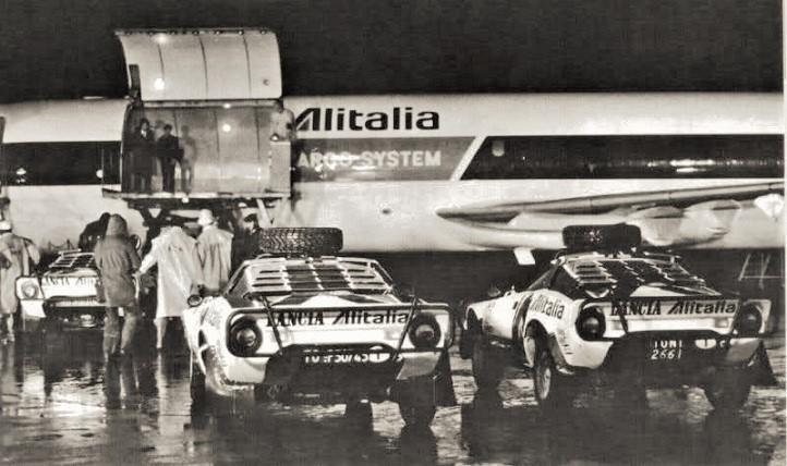Team Alitalia Le auto prima di essere caricate per un rally safari.