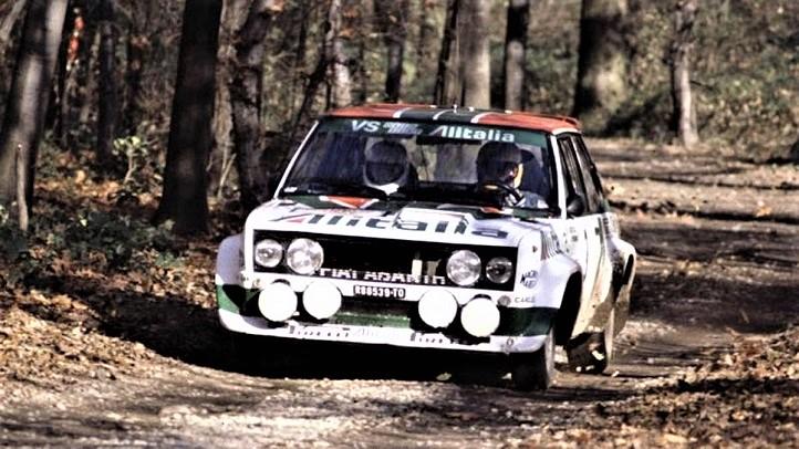 Team Alitalia La Fiat 131 Abarth, altra auto fra le più ricordate e vincenti.