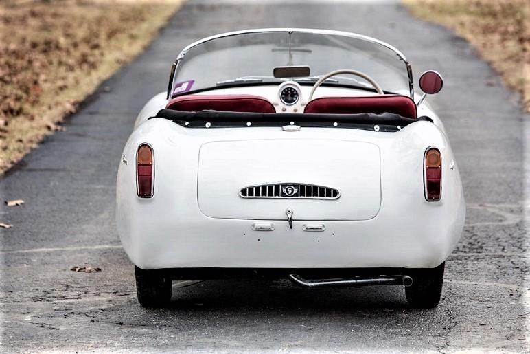 Goggomobil Dart Ben fatto anche il posteriore di questa piccola auto, con una bella griglia con inserti cromati per il raffreddamento del piccolo propulsore.