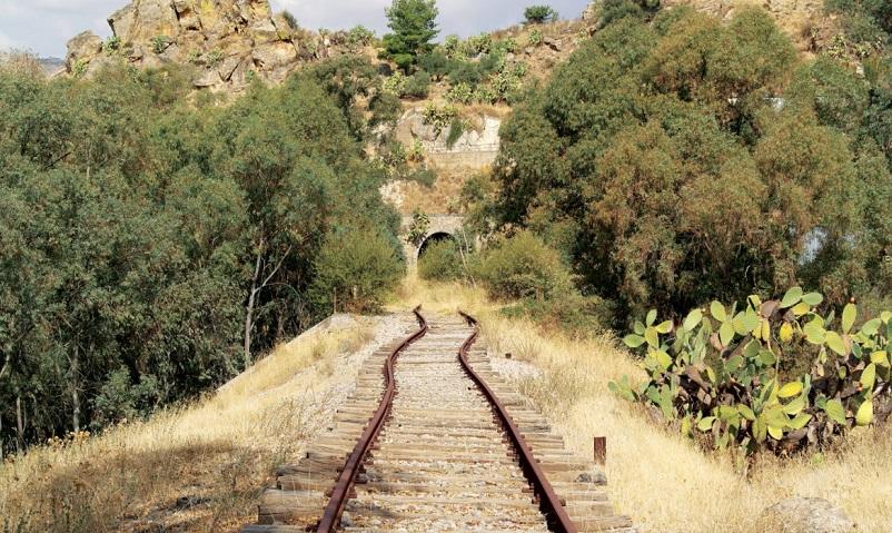 Stazioni ferroviarie dismesse Un atlante di viaggio per scoprire un'Italia nascosta