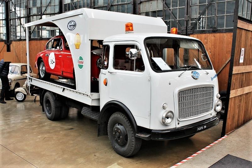 Mezzi commerciali OM Leoncino trasporto auto.