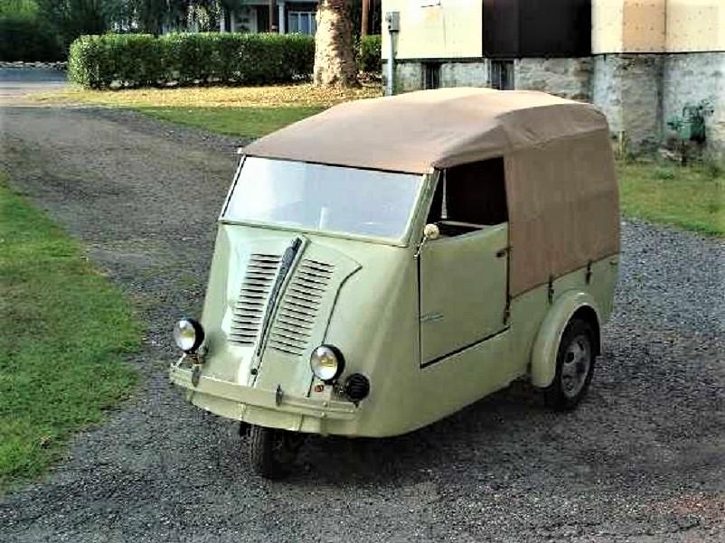 Mezzi commerciali New Map Solyto, pensato nel 1938 per essere una microcar poco dopo l'azienda produttrice con Robert Robin decise di proporne anche una versione furgoncino.