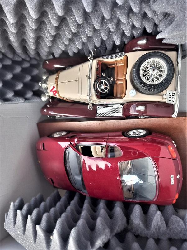 Modellini ed aste Alla Mercedes mancano i vetri, dovrei averli comunque.