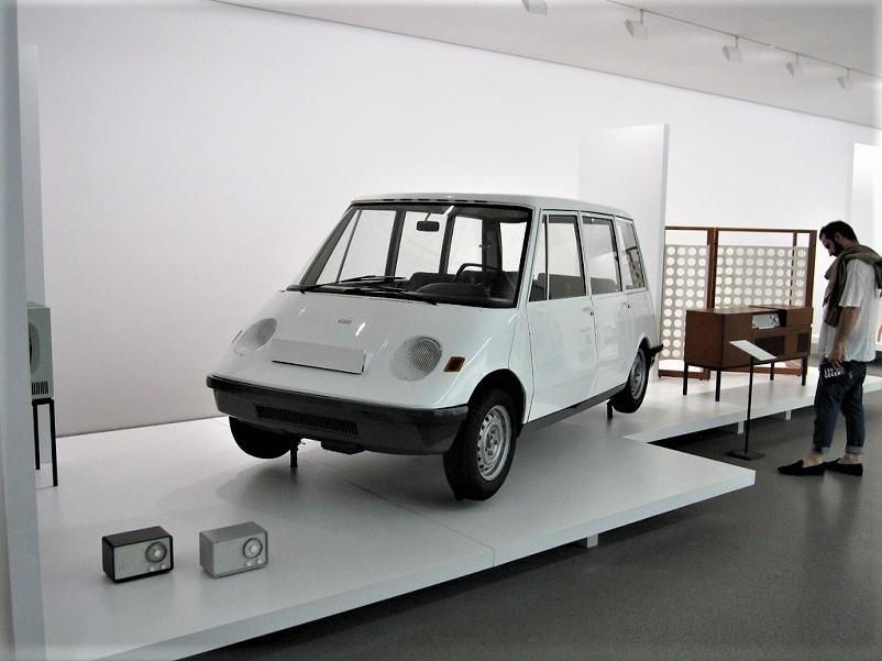 Pio Manzù Autonova Fam L'auto esposta alla alla Pinakothek der Moderne, Monaco di Baviera.