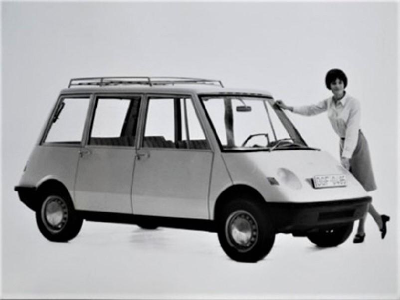 """Pio Manzù Autonova Fam Mi piace molto anche quel piccolo portapacchi montato """"solo"""" sulla parte posteriore della vettura."""