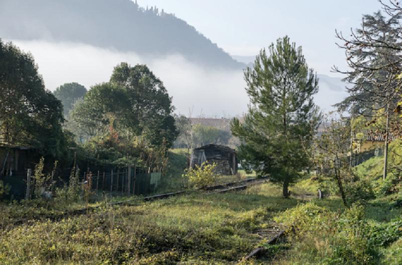 Stazioni ferroviarie dismesse Un tratto della ex linea ferroviaria Fano-Fermignano-Urbino, nel LINK.