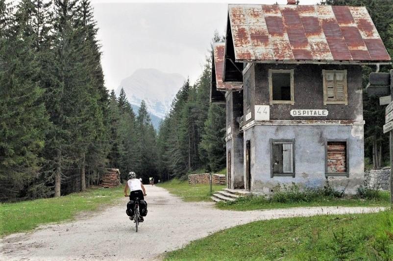 Stazioni ferroviarie dismesse Talvolta possono diventare anche la cornice per un nuovo percorso turistico, con una bicicletta magari.