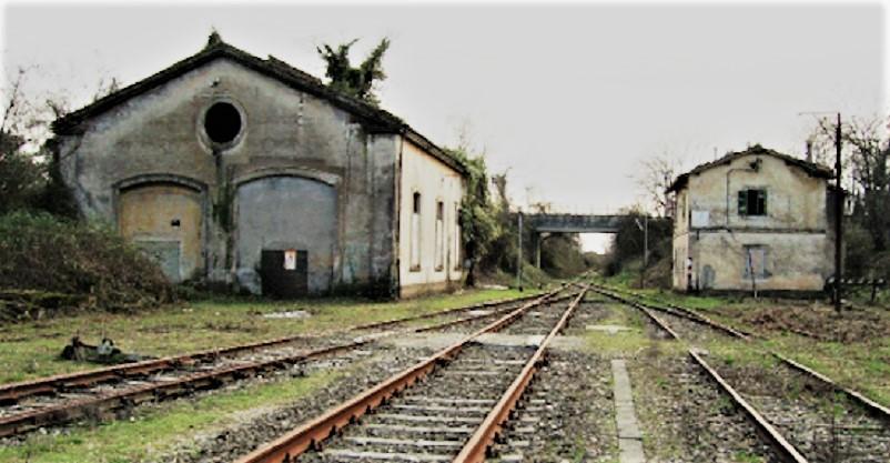 Stazioni ferroviarie dismesse
