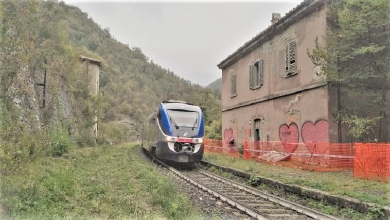 Stazioni ferroviarie dismesse Il sindaco di Vicchio ha lanciato una raccolta fondi per Fornello. Il Fai l'ha inserita tra i luoghi del cuore LINK.