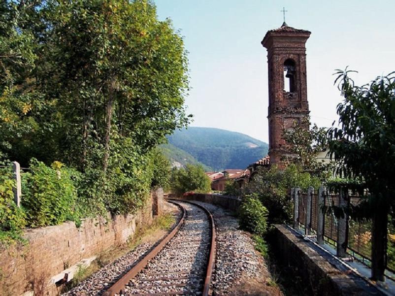 Stazioni ferroviarie dismesse Alle volte certi scorci.
