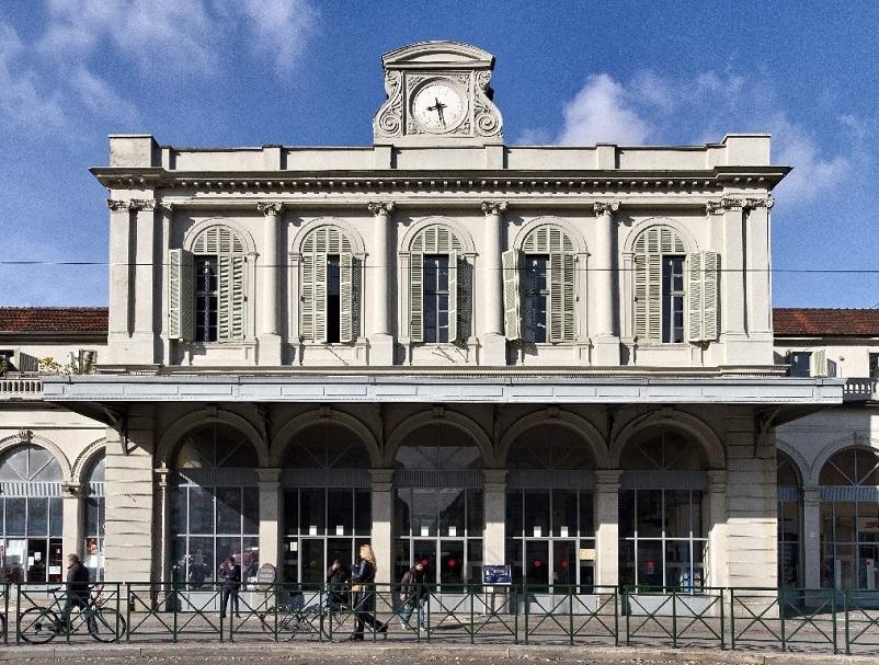 Stazioni ferroviarie dismesse Torino Ex Stazione di Porta Susa, oggi dell'IKEA.