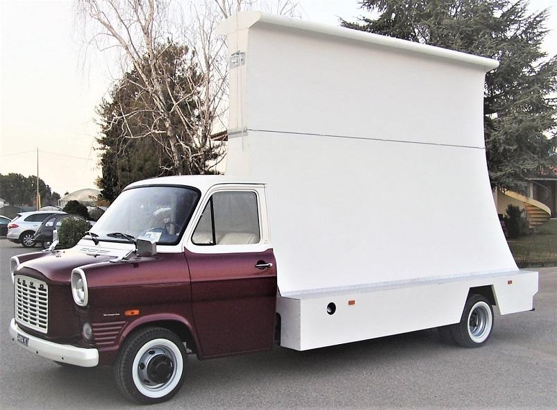 Mezzi commerciali, i furgoni vela che avevo già proposto nel mio blog.