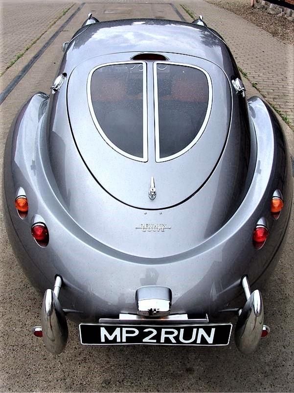 Devaux Coupe 2001, La coda con il particolare portellone posteriore diviso da due vetrature.