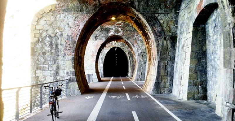 Stazioni ferroviarie dismesse Liguria, Pista ciclabile su ex tracciato ferroviario.