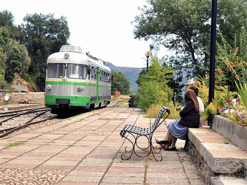 Stazioni ferroviarie dismesse trenino verde Sardegna Comune di Seui.