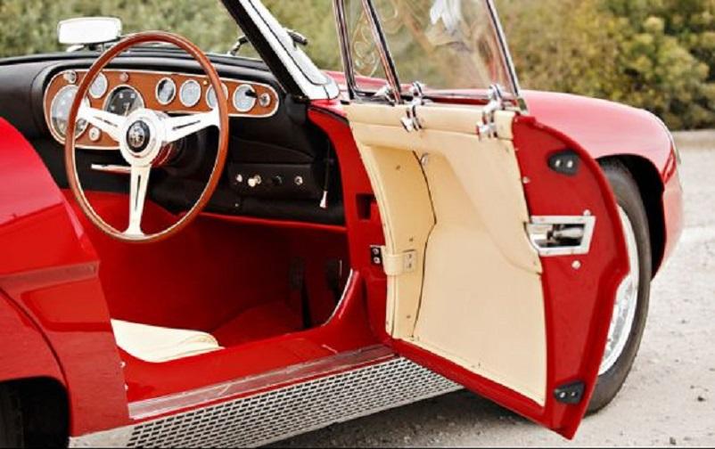 Alfa Romeo 6C 3000 CM Pininfarina Superflow IV, Davvero bella la griglia che scorre sotto tutto il fondo laterale della vettura.