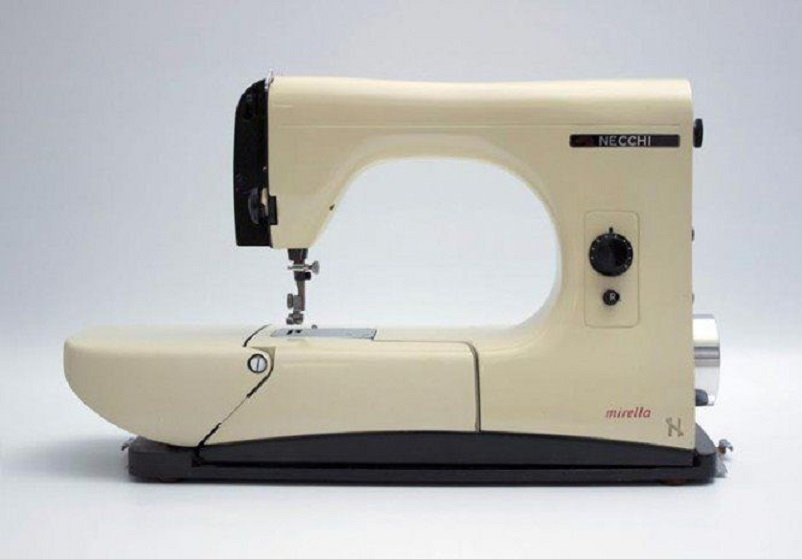 Anni 50 e il design italiano, 1956 la macchina per cucire Mirella, Compasso d'Oro.