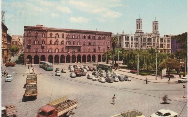 Foto in bianco e nero Cagliari Piazza Matteotti nel 1962 con un LINK.